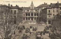 VIENNE  L'Hotel De Ville Et La Place Jour De Marché RV - Vienne