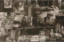 """PARIS (75014). Les Marchés De Paris. Puces De La Porte Didot """"Puces De Vanves""""  Etalage D'Objets Divers - Petits Métiers à Paris"""