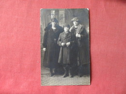 RPPC Young Man With 2 Ladies   Ref 3161 - Fashion