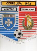 Fanion Du Match STANDARD De LIEGE / AUXERRE - Habillement, Souvenirs & Autres