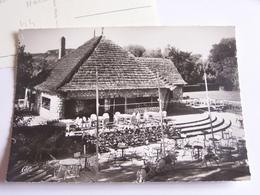 Les Milandes - La Guinguette Dans Le Parc D'attractions - Autres Communes
