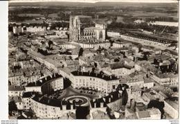 54 - TOUL - LA PLACE RONDE ET LA CATHÉDRALE - Toul