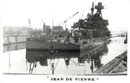 Themes Div-ref AA101- Bateaux - Marine De Guerre - Sabordage De Toulon - Var -guerre 1939-45- Le Jean De Vienne  - - Guerre