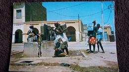 CPSM DJIBOUTI PORTEUSES D EAU 1000 38 ED A BOURLON 1981 METIER ANIMATION - Djibouti
