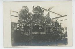MUSIQUE - PARIS - Carte Photo ORGUE DE BARBARIE LIMONAIRE FRERES Vraisemblablement à L'EXPOSITION DE BRUXELLES 1910 - Music And Musicians