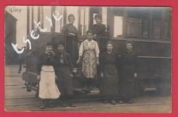 Gilly / Charleroi - Top Carte Photo - Dépôt Du Tram Vicinal - Tram En Gros Plan,avec Ses Femmes De Charge ( Voir Verso ) - Charleroi