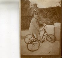 PHOTO(PERSONNAGE) BICYCLETTE - Personnes Anonymes