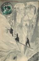 TRAVERSEE D'UNE CREVASSE CPA ANIMEE - Alpinisme