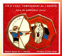 SUPER PIN'S TIR à L'ARC : COMPAGNONS De L'ABBAYE, Cille De DAMPARIS Dans Le JURA, émail Base Or Vernis, 2,5X1,8cm - Tir à L'Arc