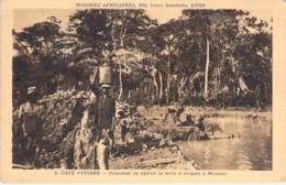 Afrique Noire - COTE D'IVOIRE : Comment On Extrait La Terre à Briques à MOOUSSO - CPA - Black Africa - Missions - - Côte-d'Ivoire
