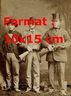 Reproduction D'une Photographie Ancienne De Trois Chasseurs En 1870 - Reproductions