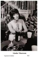 LINDA THORSON - Film Star Pin Up PHOTO POSTCARD - 78-2 Swiftsure Postcard - Artistas