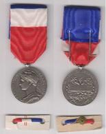 Médaille Du Travail Argent 1962. Signée A.BORREL. - Autres Collections