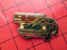 918A Pins Pin's / Rare & De Belle Qualité  THEME : AUTOMOBILES / PORSCHE 911 VERT SAPIN - Porsche