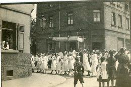 GRIESHEIM  La Procession De La Pentcôte En 1919 - Places