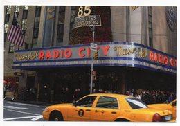 "Etats-Unis--NEW YORK -- Times Square (Music-hall  ""Radio City"" --Voiture - Time Square"