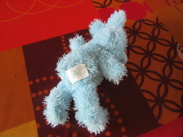 Peluche Lapin Bleu    Yves Rocher      Environ 20 Centimètres Sans Compter Les Oreilles - Peluches