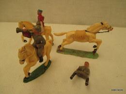 2 Cavaliers Starlux Plus Un Cavaliers Sans Monture Et Un Cheval - Toy Memorabilia