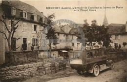 /!\ 9448 - CPA/CPSM - 48 - Rieutort : Arrivée De L'autobus Au Bureau De Poste - Autres Communes