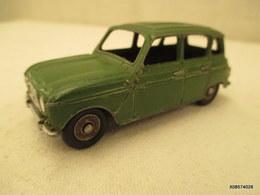 Voiture  Miniature 1/43 Em  DINKY JUNIOR - Renault Peinture  Verte - Jouets Anciens