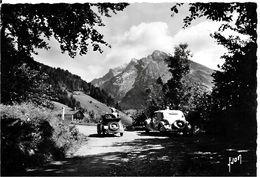 74 LA CLUSAZ - Route Du Col Des ARAVIS ( Voitures FIAT TOPOLINO , ) - La Clusaz