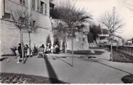 01 - TREVOUX :  Le Nouveau Jardin D'enfants Sur Les Quais De Saône - CPSM Dentelée Noir Blanc Format CPA - Ain - Trévoux