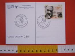 A.08 ITALIA ANNULLO - 2002 TRECATE NOVARA SANTIFICAZIONE PADRE PIO SAN SANTO PIETRALCINA RELIGIONE CARD MOSAICO - Teologi
