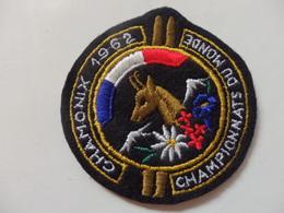Ecusson Du Championnat Du Monde à Chamonix (74) En 1962. - Patches