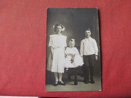 Group Photo Children-- Baby With Doll   RPPC     Ref 3162 - Fashion