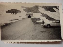 Photo D'une DS Blanche Au Tunnel Du Col Du Galibier En Maurienne (73). - Cars