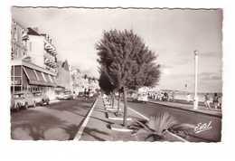 85 Les Sables D' Olonne Le Remblai Vieille Voiture Auto Automobile CPSM PF Edit Estel N°27538 Hotel De Comete - Sables D'Olonne