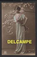 DD / FANTAISIES / FEMMES / JEUNE FEMME ET CERISIER EN FLEUR / 1917 - Femmes