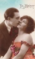 "49. CARTE FANTAISIE. CPA COULEUR. COUPLE . ""LE  BAISER "". ANNEE 1924 - Couples"