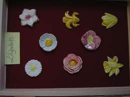 Serie Complète De 8 Fèves Artisanales MH MOULIN A HUILE - LES FLEURS 2003 ( Feve Figurine Miniature ) - Charms