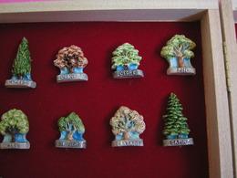 Serie Complète De 8 Fèves Artisanales MH MOULIN A HUILE - LES ARBRES ( Feve Figurine Miniature ) - Fèves