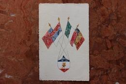 CPA REPRESENTATION DE TIMBRES - COLLAGE DE TIMBRES - DRAPEAUX - Stamps (pictures)