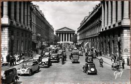 Carte Photo Originale De Circulation Parisienne En 1955 - Citroën Traction, Peugeot 402, Rosalie, Simca & Vélos - Automobile