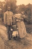 Congo Kongo    Un Catéchiste Et Sa Famille  ,   Catechist Met Vrouw En Kinderen       I 5593 - Congo Belge - Autres