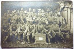 CARTE PHOTO - GROUPE DE SOLDATS POSANT - Régiments