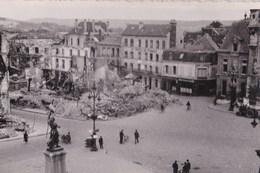 Carte Photo : Compiegne (60)  La Place De L'hôtel De Ville Détruite 2° Guerre Mondiale Pas D'éditeur  Rare - Compiegne