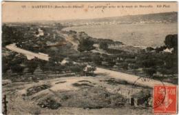 31ri 726 CPA - MARTIGUES - VUE GENERALE PRISE DE LA ROUTE DE MARSEILLE - Martigues