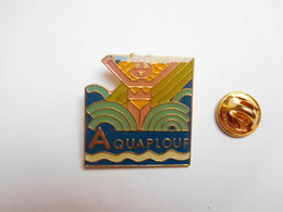 Beau Pin's , Pin Up , Parc Aquaplouf à Argent Sur Sauldre , Cher - Villes
