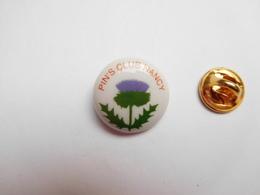 Superbe Pin's En Porcelaine , Pin's Club De Nancy , Meurthe Et Moselle - Villes
