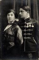 Photo Cp Kuk Soldat In Uniform, Orden, Husar, Frau - Militari