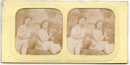 Lot De 2 Photos Stéréoscopiques - 2 Jeunes Femmes Seins Nus - Filles , Saphisme , érotisme , Stéréo - Photos Stéréoscopiques