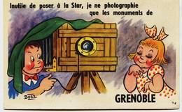 7016  -  - (Carte à Systéme Dépliant)  VUES SOUS L'APPAREIL PHOTO- Signée BOZZ Photographe  GRENOBLE - Mechanical