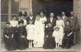 THEMES - CARTE PHOTO - Famille Lors D'une Communion (paris) - Photographie