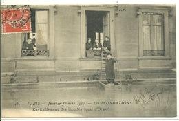 75 - PARIS - INONDATIONS JANVIER 1910 / RAVITAILLEMENT DES INONDES QUAI D'ORSAY - Inondations De 1910