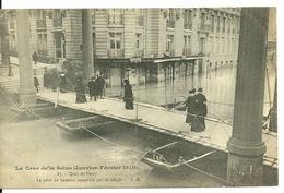75 - PARIS - INONDATIONS JANVIER 1910 / QUAI DE PASSY - LE PONT DE BATEAUX CONSTRUIT PAR LE GENIE - Inondations De 1910