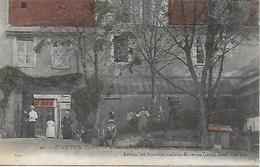 ISSOUDUN - RARE CARTE INEDITE DU GRAND HOTEL DU COMMERCE TRES ANIME VUE INTERIEURE CARTE COLORISEE POSTEE EN 1905 - Issoudun